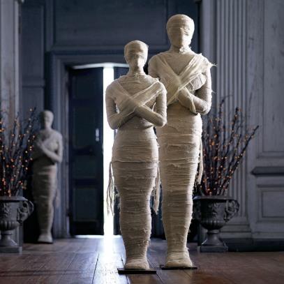 lifesized-wrapped-mummy-statues-1